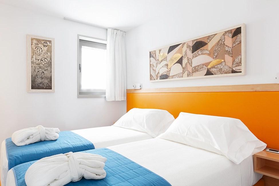 Soverom i 3-romsleilighet i bungalow med høyere standard