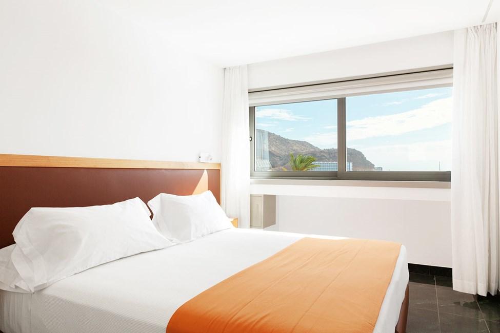 3-romsleilighet med balkong og havutsikt