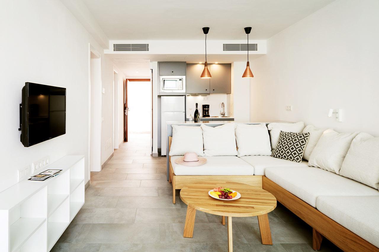 3-roms Club Suite med inngjerdet terrasse og direkte utgang til privat, delt basseng