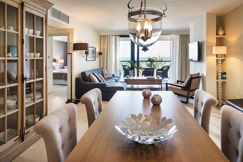 3-roms suite med havutsikt