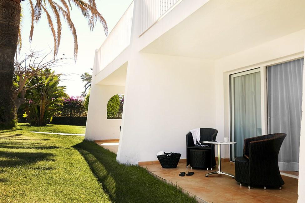 Junior Suite med terrasse mot hagen