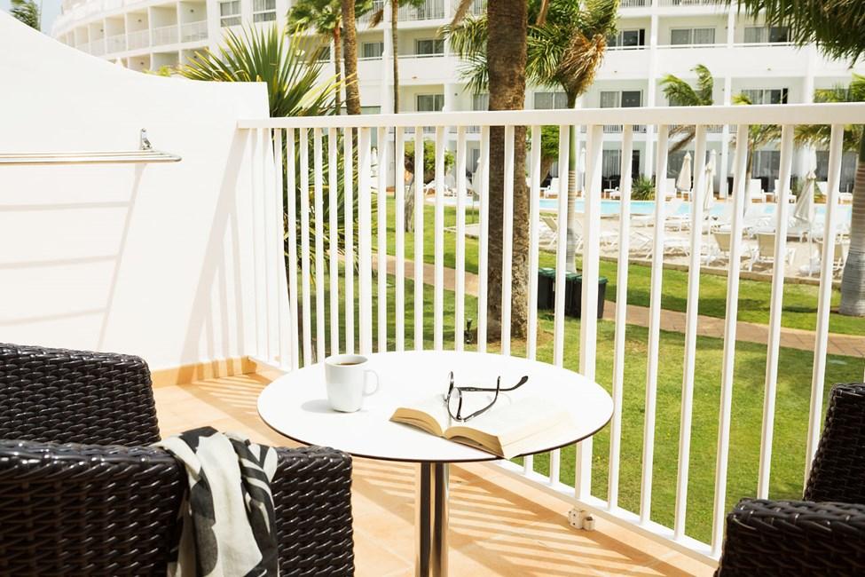 Grand Suite, balkong mot hagen