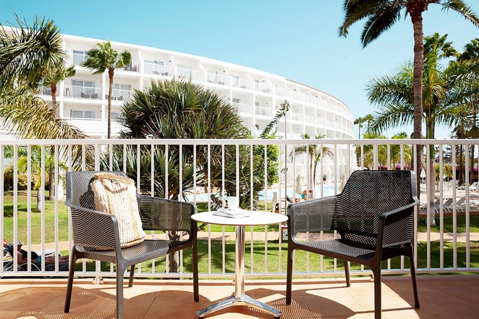 Junior Suite med balkong mot hagen