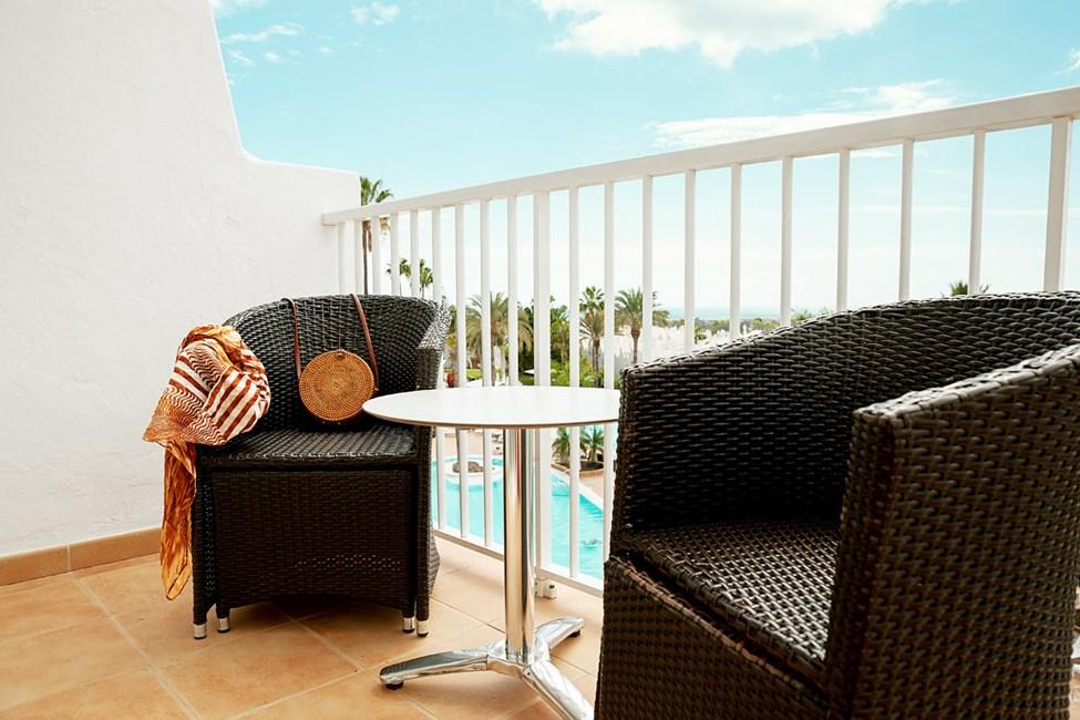 Junior Suite med balkong mot bassengområdet