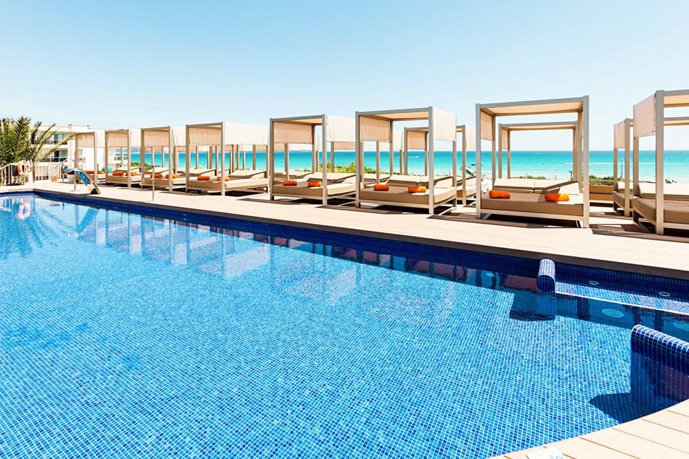 Rolig basseng reservert hotellets voksne gjester (aldersgrense 18 år)
