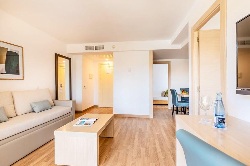 3-romsleilighet med 4 ordinære senger og balkong mot gaten