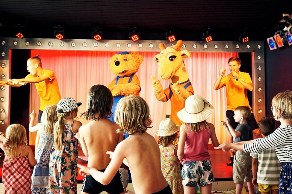 Når det er tid for Mini Disco fylles dansegulvet av danselystne barn