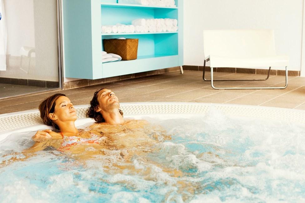 Vår spa-avdeling tilbyr blant annet kroppspeeling og flere typer massasje