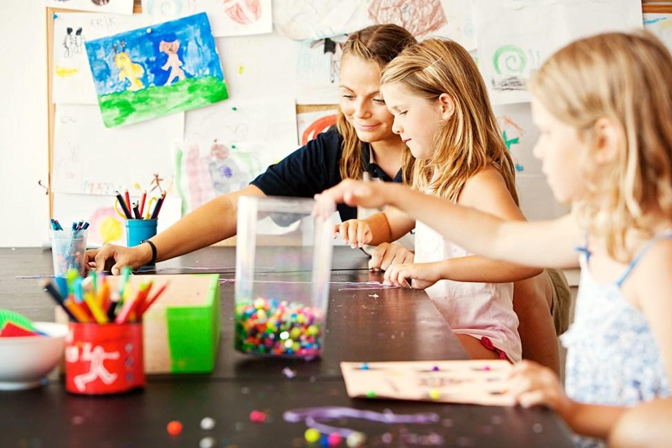 Alle barn er velkommen til Mini Land for å leke, tegne og se på film