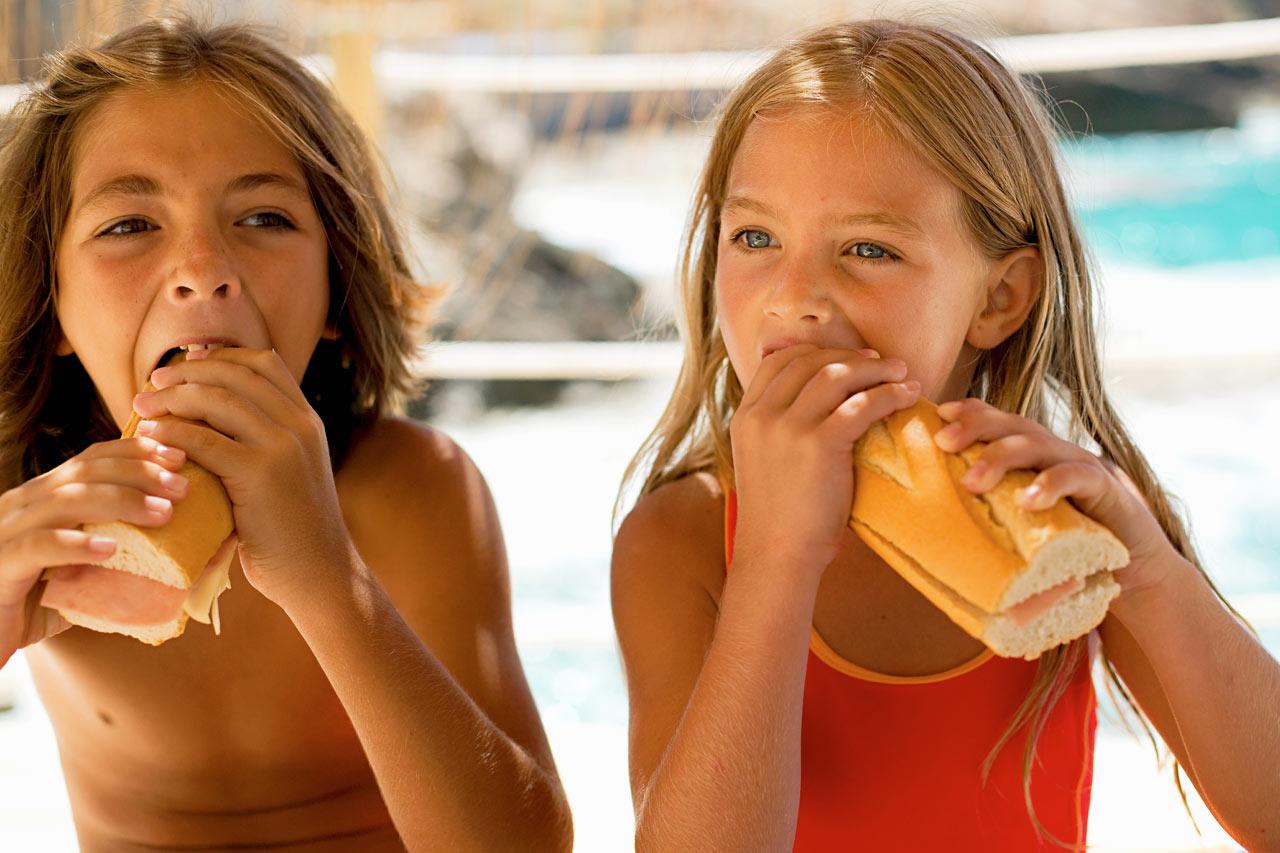 På Sunwing Cala Bona Beach er det et bredt utvalg av godsaker som metter både store og små mager