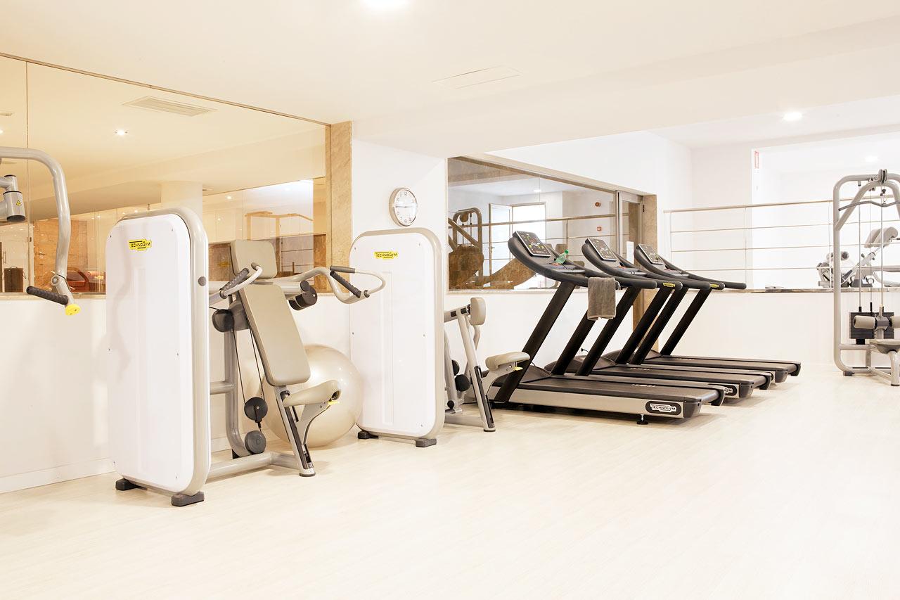 Sunprime Fitness tilbyr styrketrening og treningstimer.