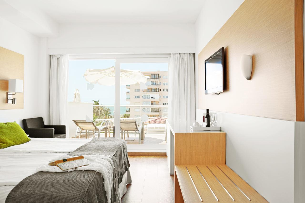 Classic Room med stor balkong og havutsikt