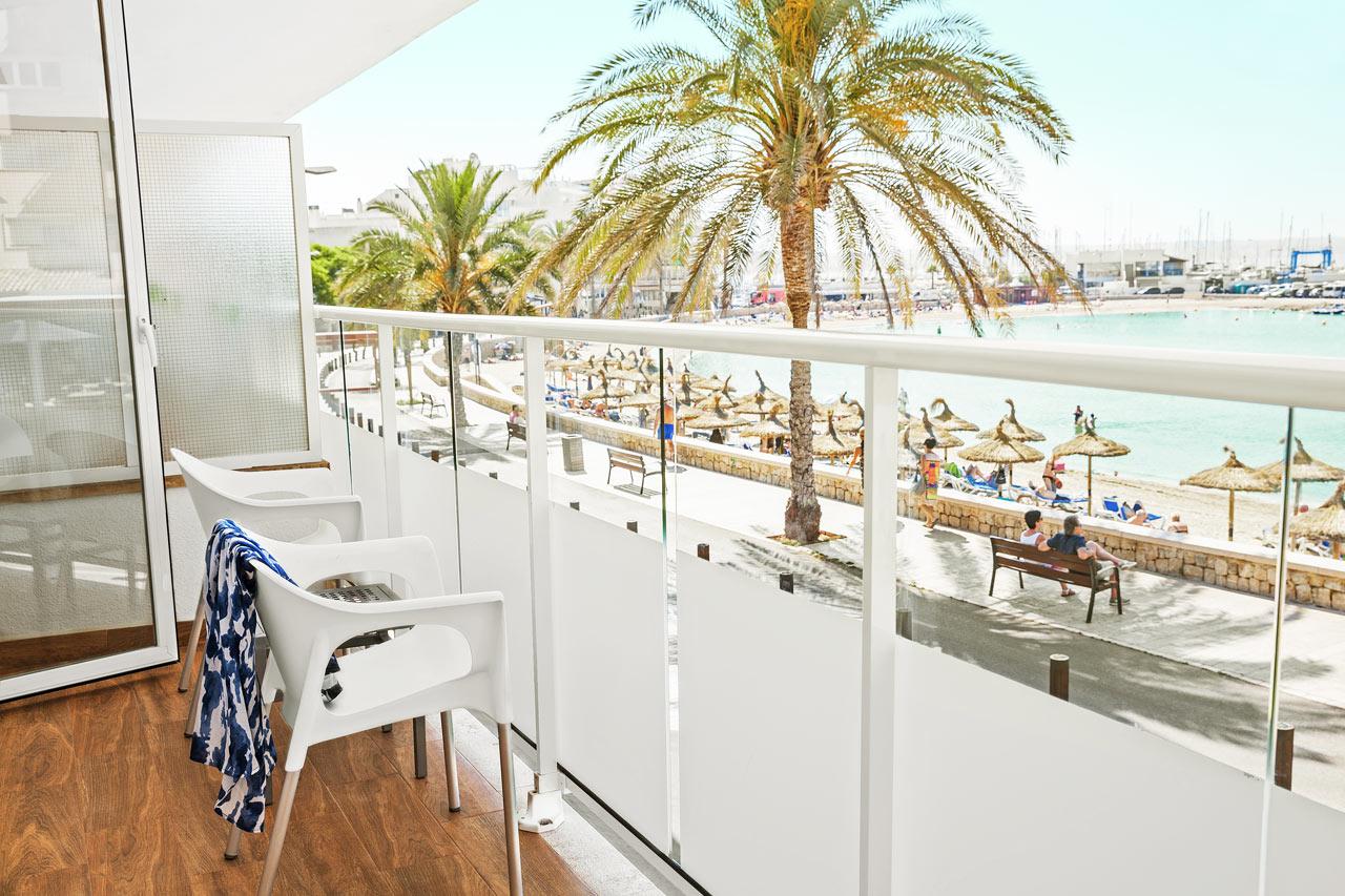 Classic Room med balkong og havutsikt, i hotelldel nærmest stranden