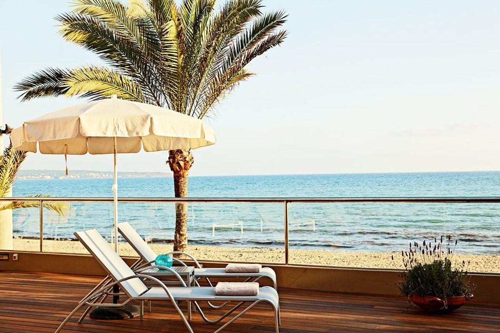 Middelhavet er nærmeste nabo.