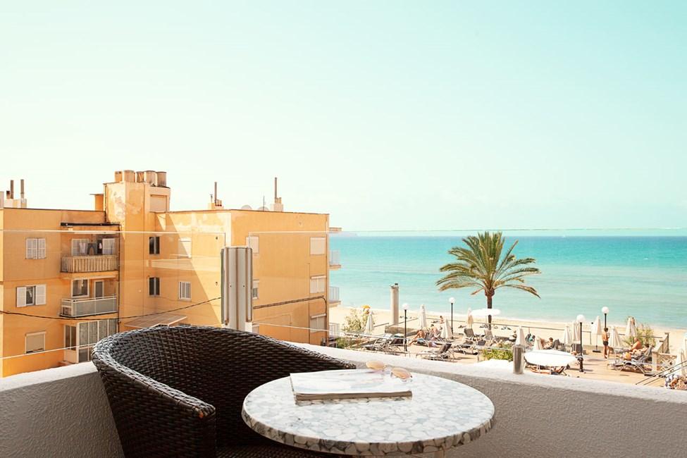 1-roms junior suite, liten balkong med havutsikt