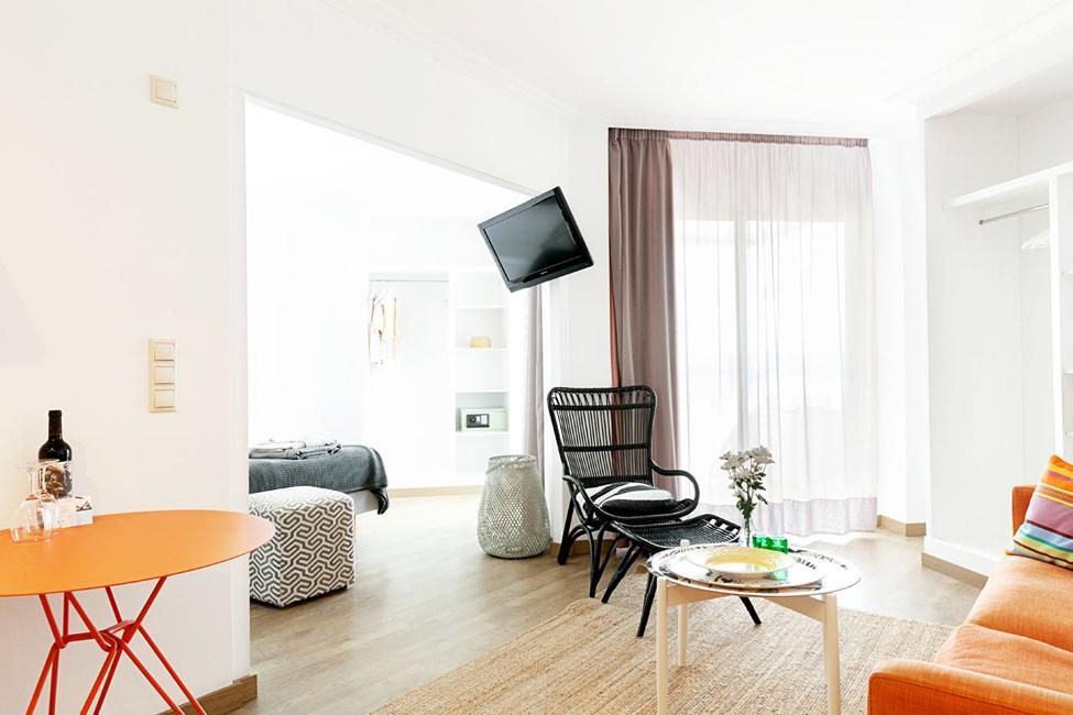 1-roms junior suite i øverste etasje, liten balkong med havutsikt