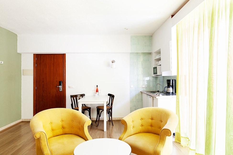 2-roms junior suite, balkong mot omgivelsene