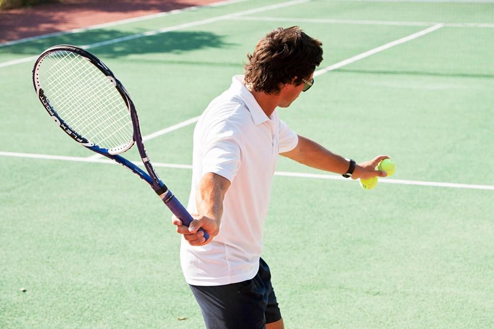 På Sunwing Kallithea Beach kan du blant annet spille tennis i ferien