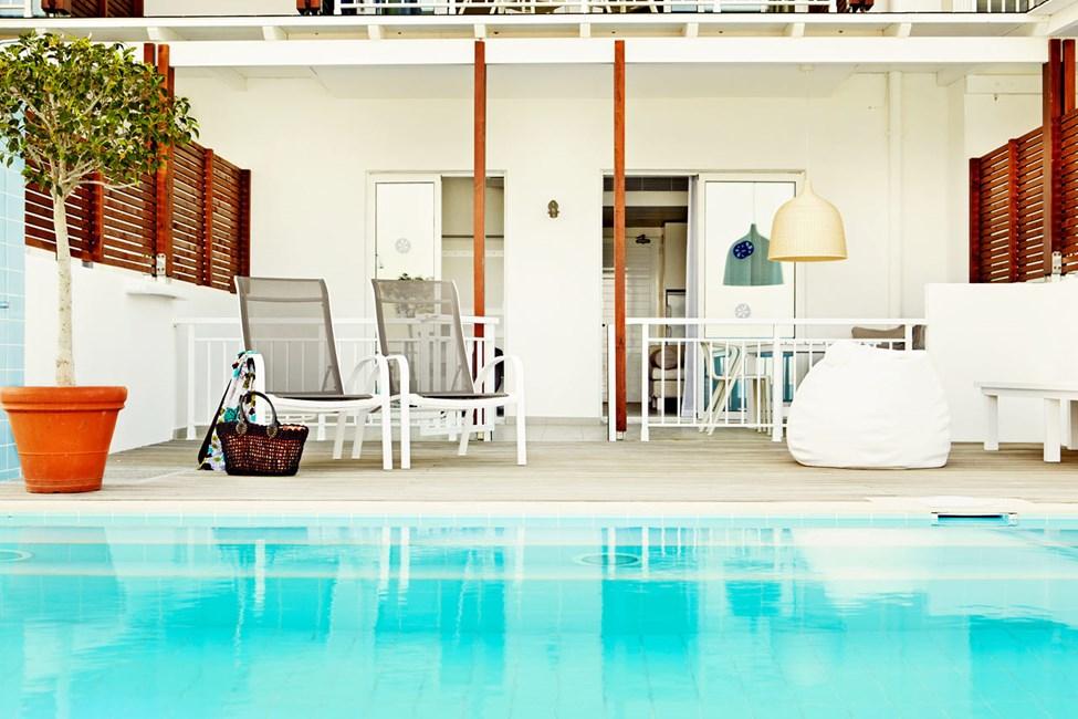 2-romsleilighet Royal Pool Suite, terrasse med swim out/direkte utgang til basseng, i nyrenoverte leilighetsbygning,Triton