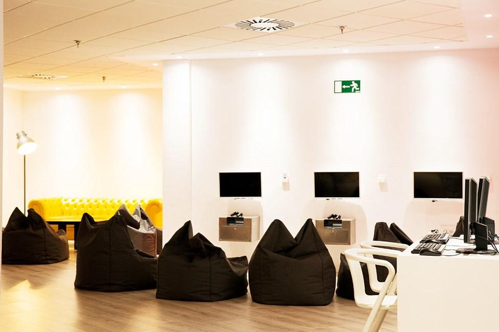 I Teen Lounge kan du spille PlayStation og brettspill, lese og høre på musikk