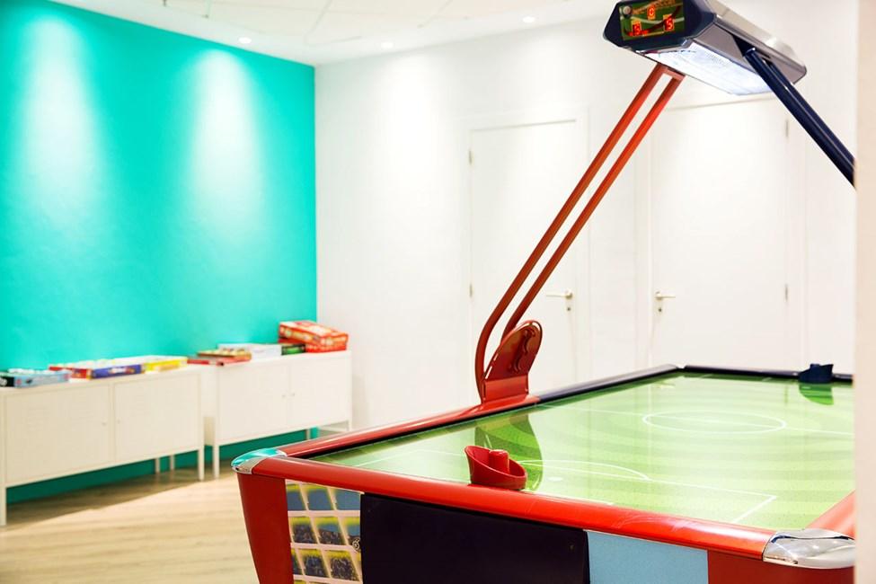 I Teen Lounge er det tilbud om sportsaktiviteter både i og utenfor bassenget, pizzakvelder, flash mobs og kreative aktiviteter