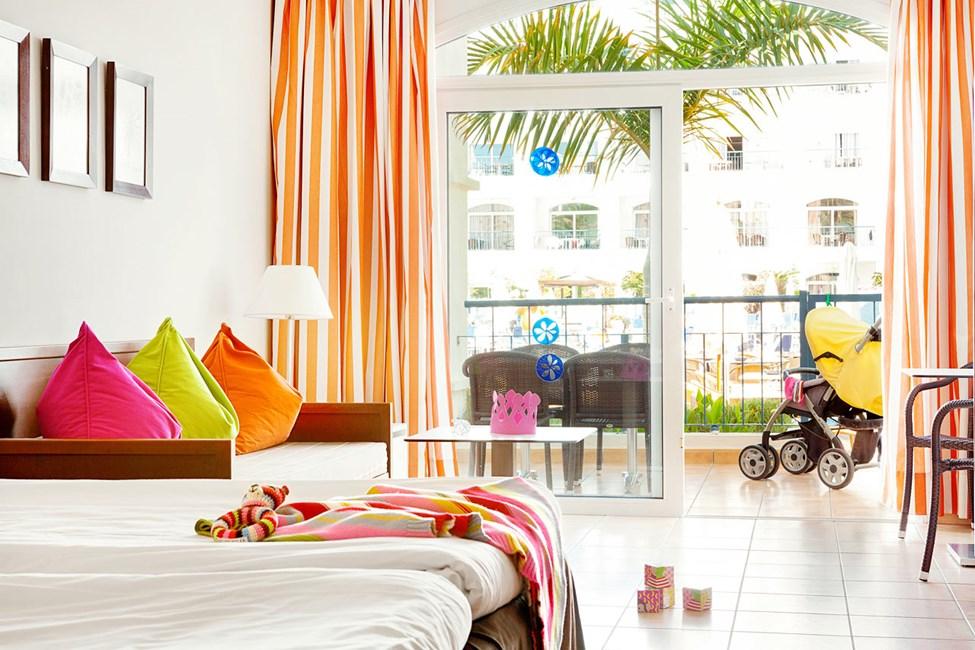 1-romsleilighet Small Family med terrasse mot bassengområdet er handicapvennlig