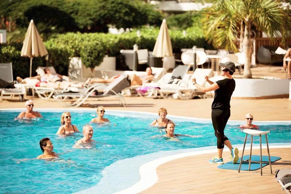 Bli med på en oppkvikkende runde med vanngymnastikk!