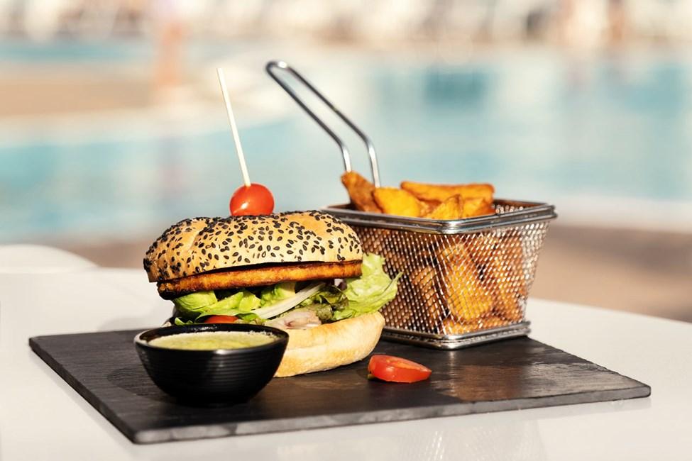På Sunprime Coral Suites & Spa spiser du god og vellaget mat