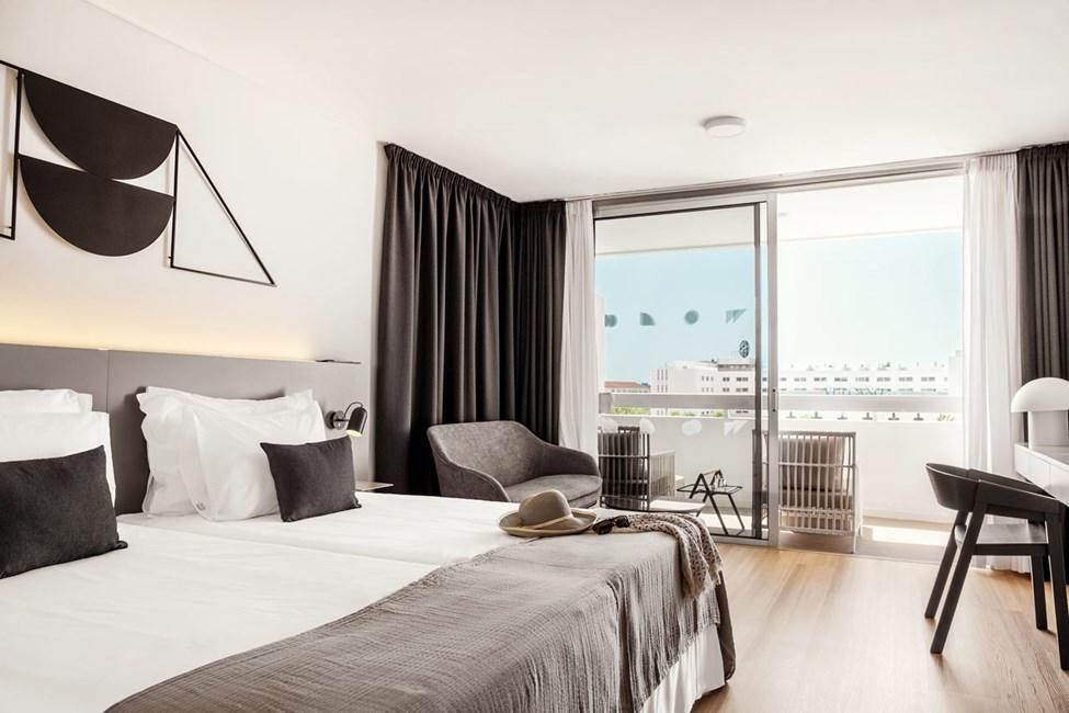 Classic Suite 1 rom med balkong mot bassengområdet