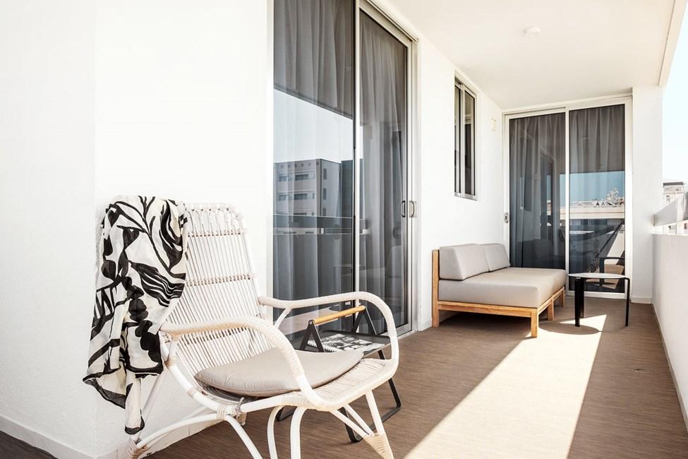Prime Lounge Suite 2 rom med balkong mot bassengområdet