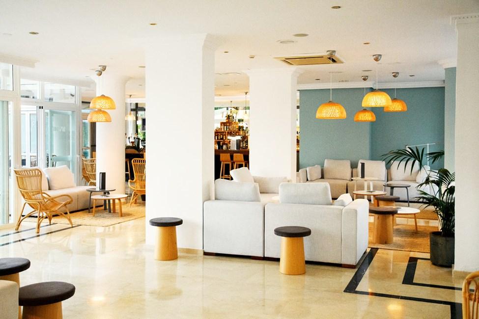 Føl deg som hjemme i vår innbydende lounge