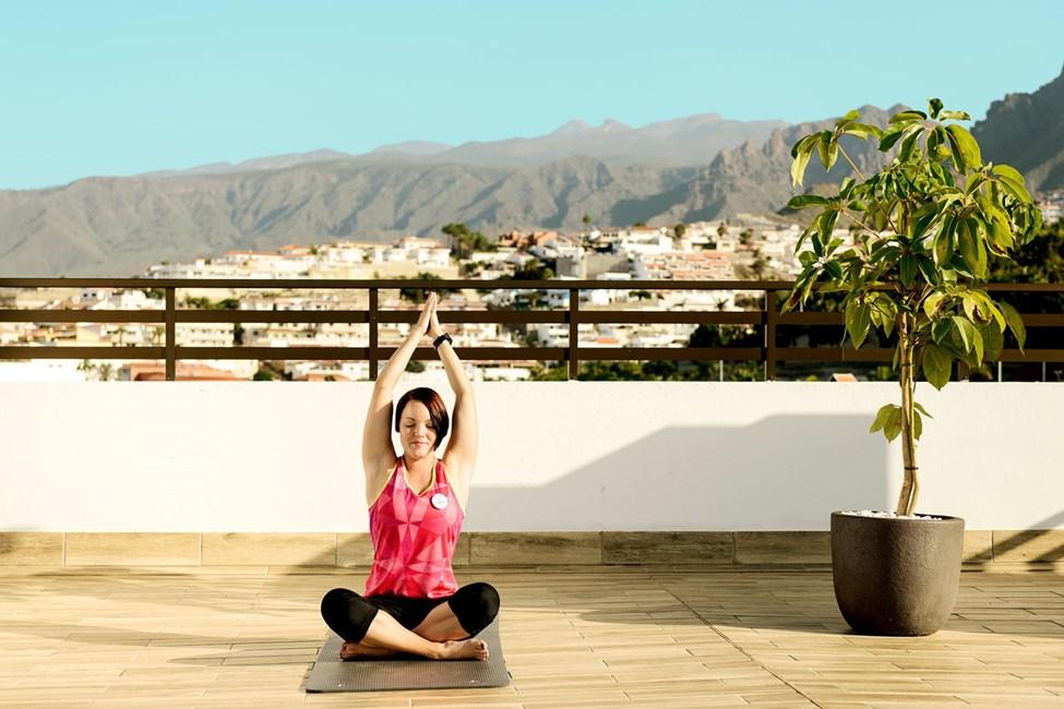 Ta yogatimen på taktaerrasssen, alle våre instruktører er SATS ELIXIA-utdannet