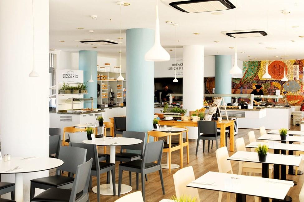 Bufférestauranten serverer frokost, lunsj og middag