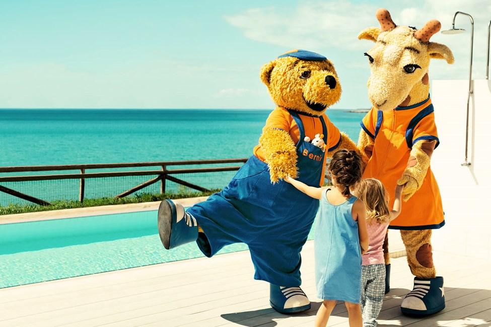 Lollo & Bernie er alle barns favoritter i ferien. Du møter dem på søsterhotellet Sunwing Makrigialos Beach