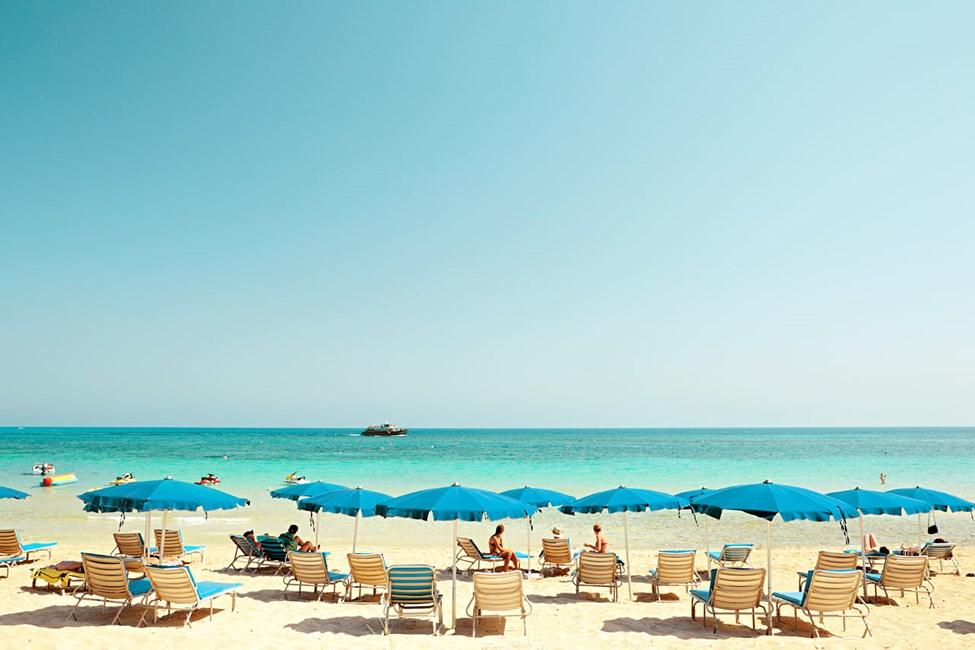 Den herlige stranden ligger en knapp kilometer fra hotellet