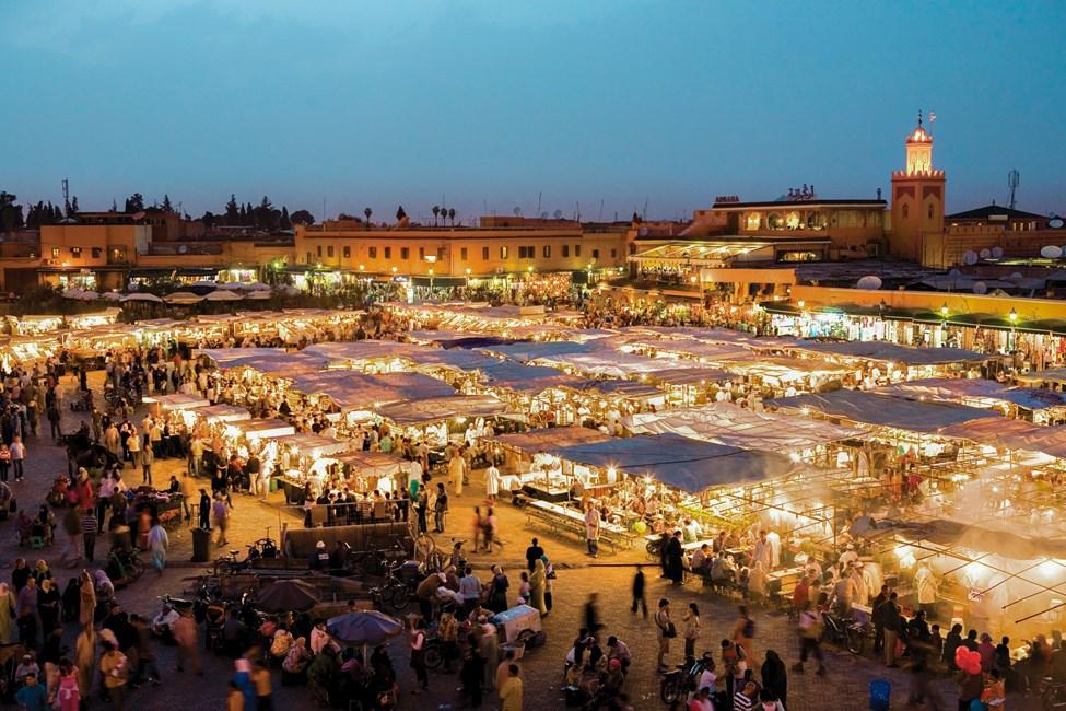 Den vaakre Djemaa al-Fna-plassen, Marrakech, Marokko