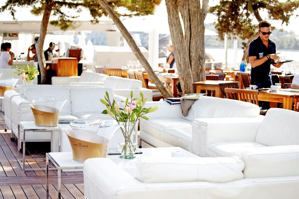 Blue Marlin Ibiza, ved stranden Platja les Jondal i nærheten av Ibiza by.