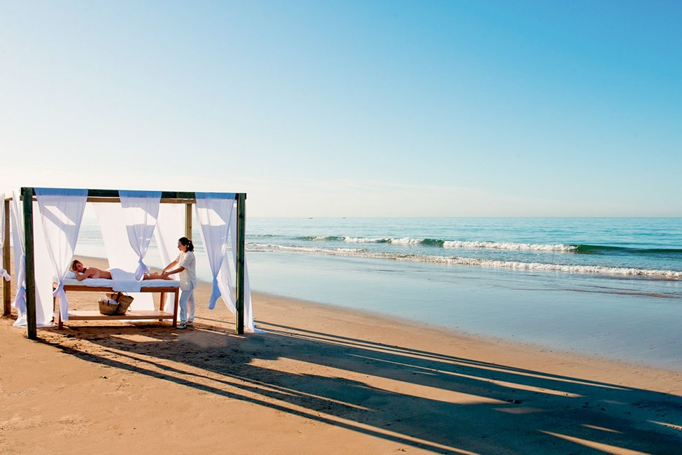 Stranden nedenfor hotellet Paradis Plage
