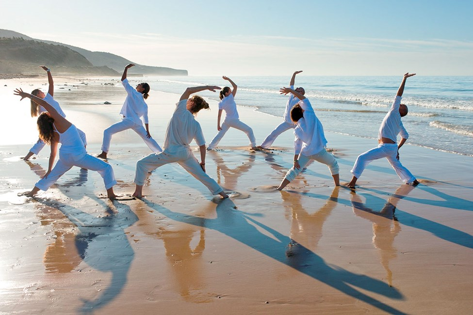 Hotellet Paradis Plage tilbyr yogatimer på stranden