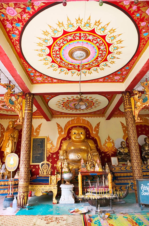 På den nordlige delen av Koh Samui finner du buddhisttempelet Wat Phra Yai.