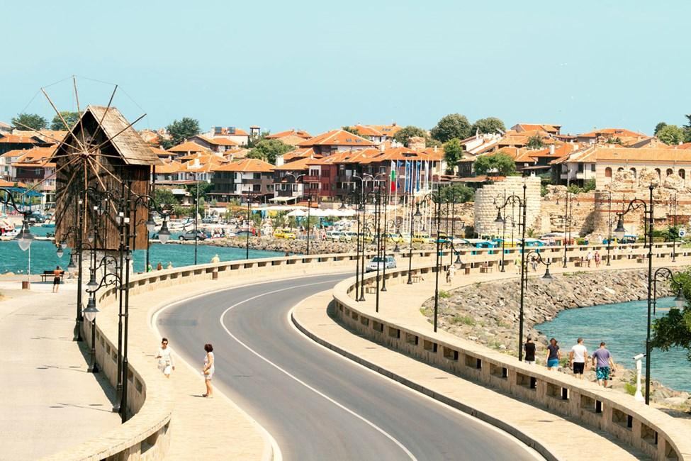 Du kan spasere inn til gamlebyen fra den nye delen av Nessebar.