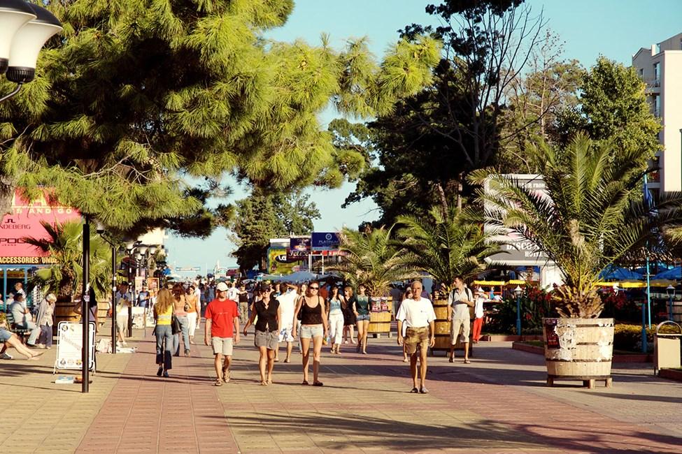 I Sunny Beach er det mange restauranter, barer og små butikker.