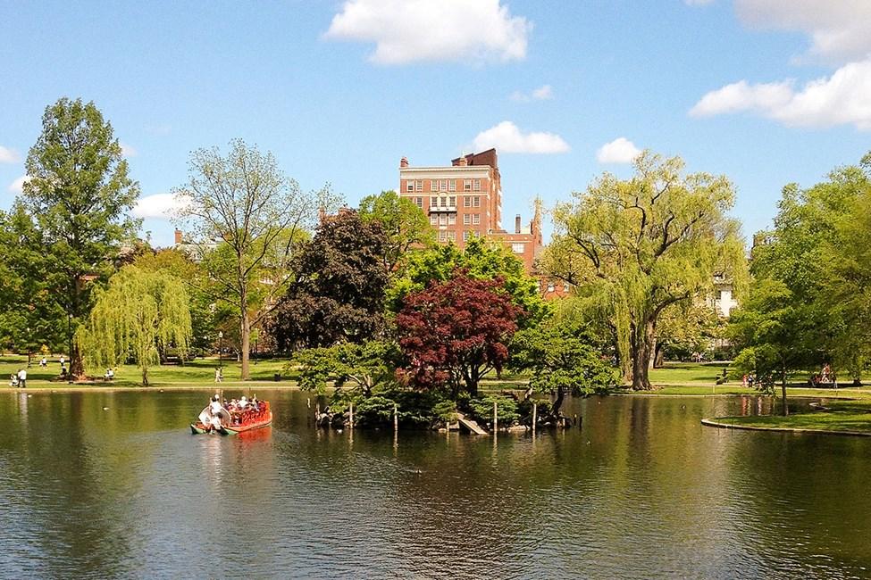 Den vakre parken Boston Common ligger midt i byen