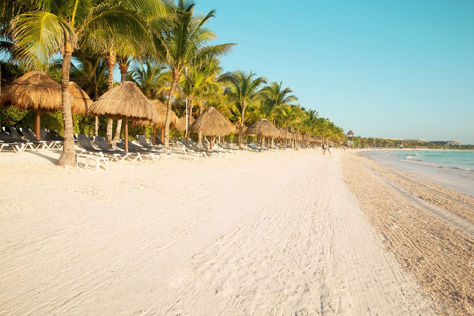 Stranden ved hotellene Grand Palladium Colonial White Sand Resort & Spa og Grand Palladium Royal Suites Yucatan