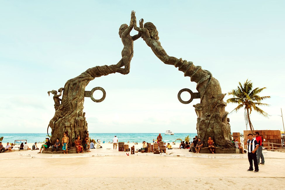 En ikonisk bronsestatue som ble oppført i 2011 til ære for Mayakalenderen