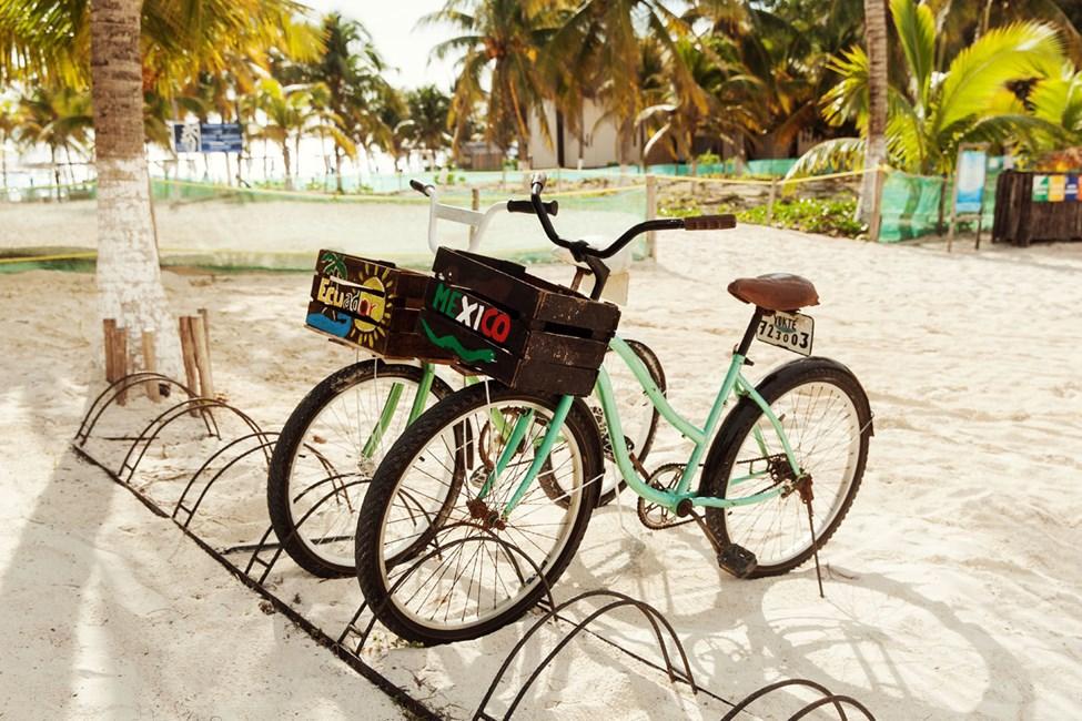 Det er lett å komme seg rundt med sykkel i Tulum. Du kan leie sykkel ved siden av hotellet Selina Los Lirios Tulum.
