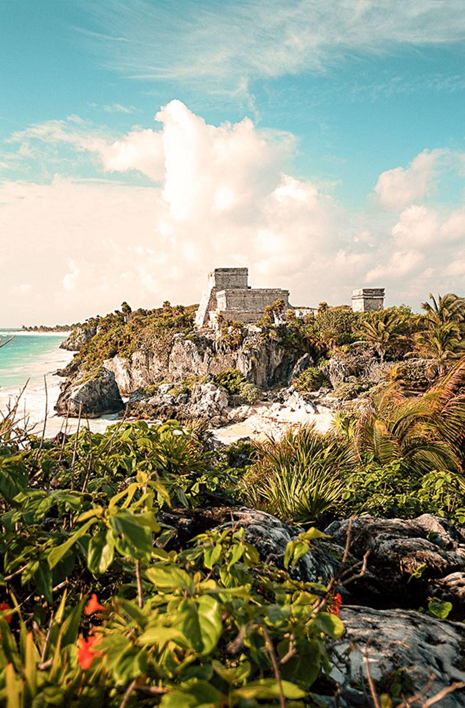Tulum er kjent for sin vakre strand og de spektakulære mayaruinene