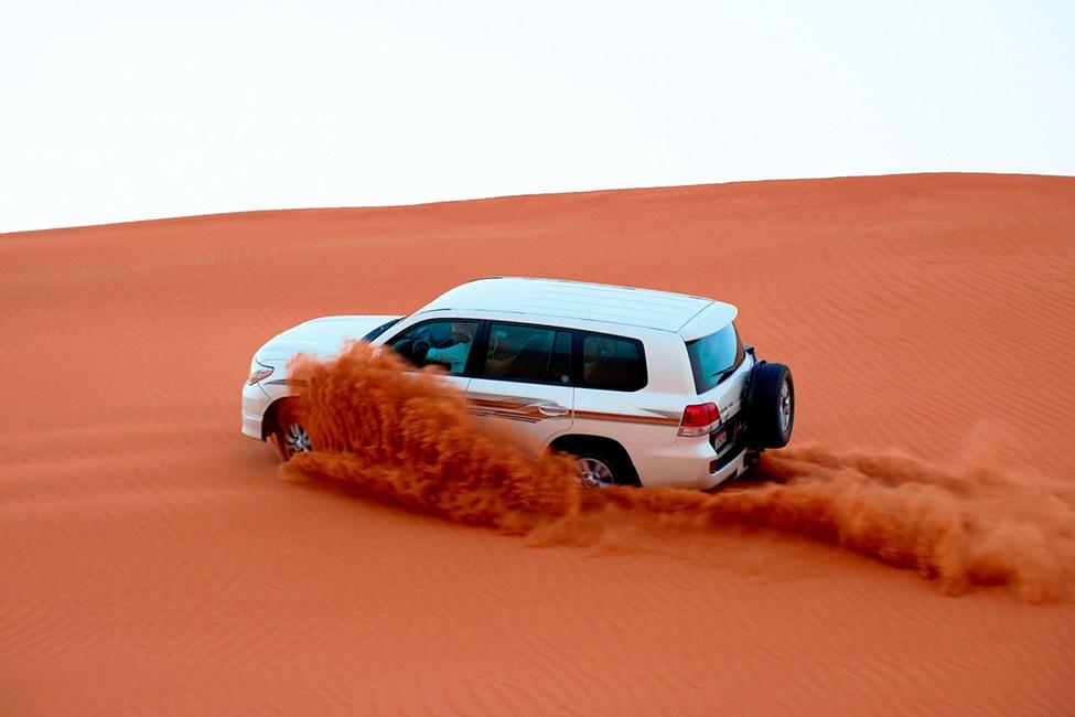Ørkensafari med jeep er en fartsfylt og populær aktivitet