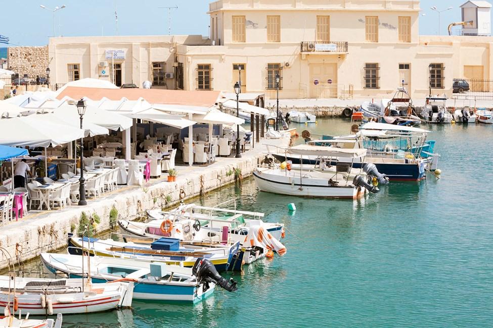 Det ligger mange hyggelige restauranter i den gamle havnen i Rethymnon