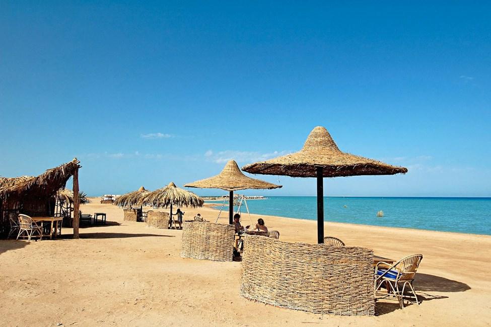 Stranden i nærheten av marinaen i El Gouna